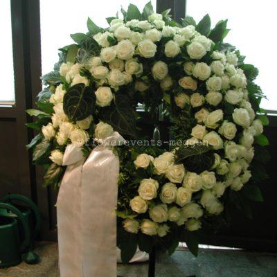 Funeral wreath made from roses • Blumen Flowerevents Luzern