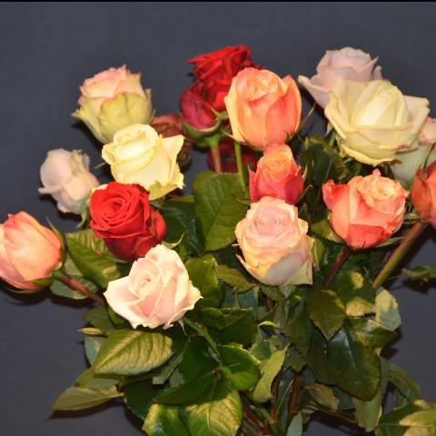 rosenstrauss in herzform bei flowerevents kaufen. Black Bedroom Furniture Sets. Home Design Ideas