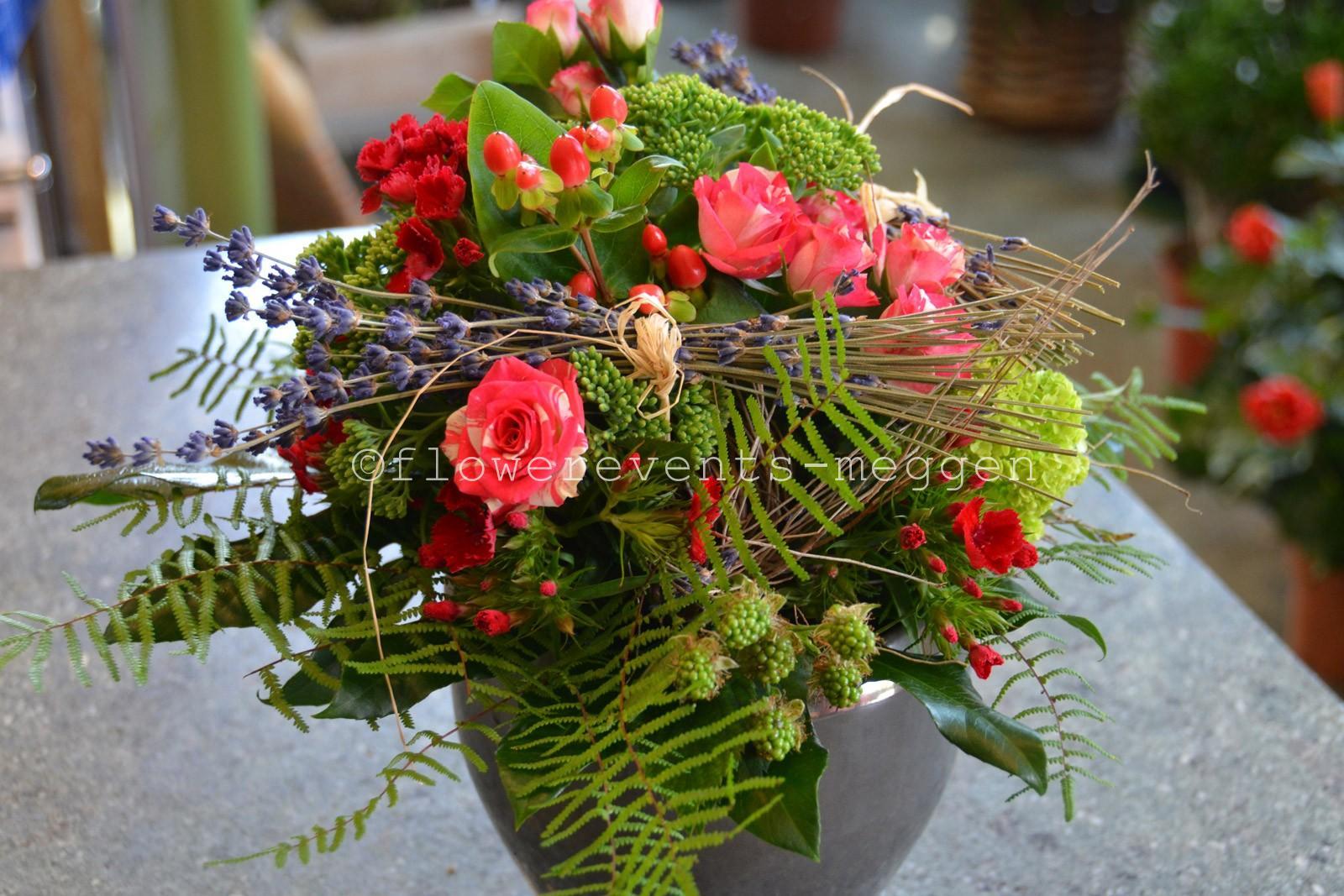 luzern blumen strauss kaufen bei flowerevents bestellen blumenstrauss leidenschaftlich emotional. Black Bedroom Furniture Sets. Home Design Ideas