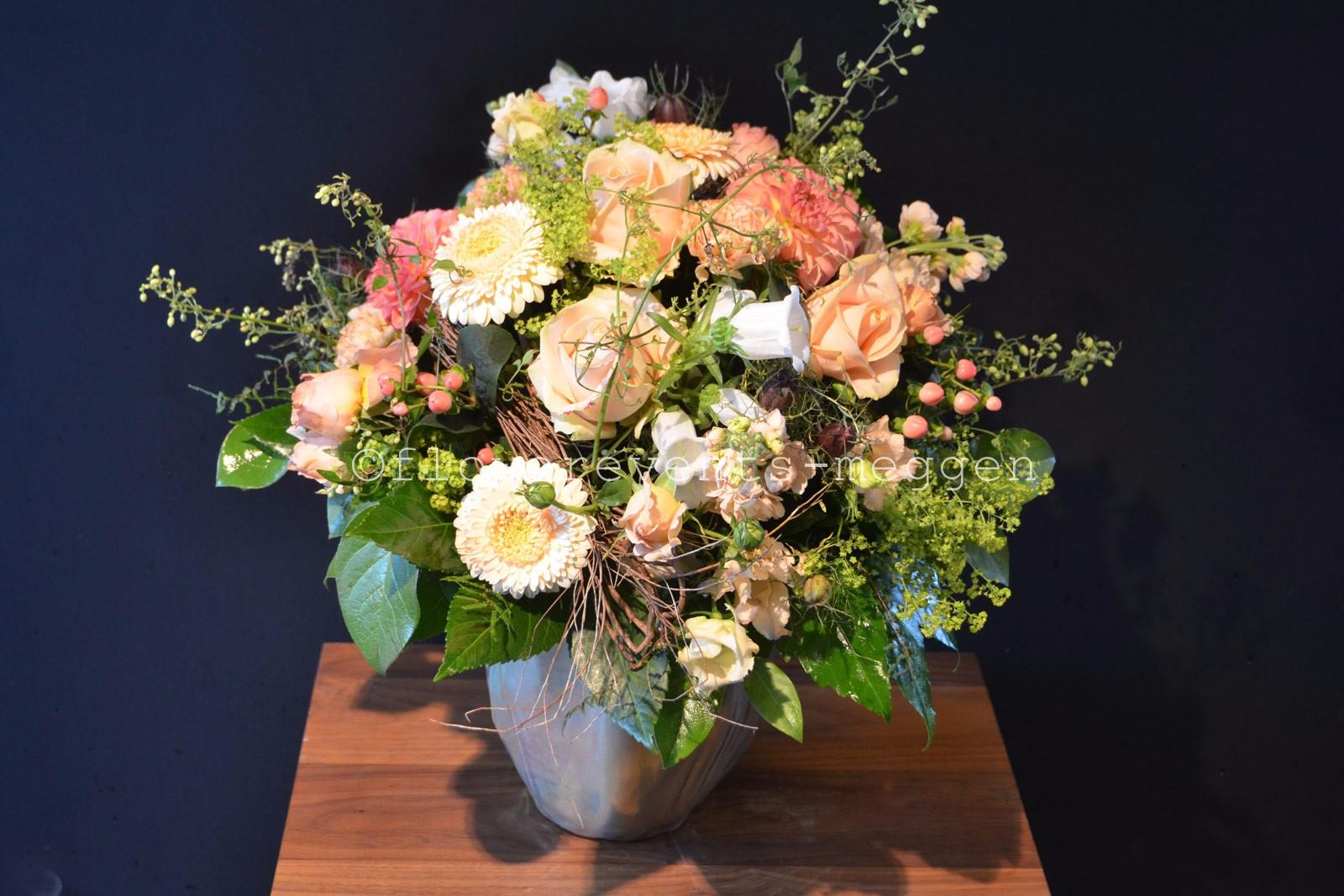 Blumenstrau/ß in Lachsfarben